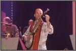 Marc Cortens stemt zijn banjo