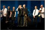 Einde show met de muzikanten vooraan